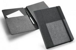 Bloc-notes avec couverture rigide A5 – Personnalisable est livré dans un sac